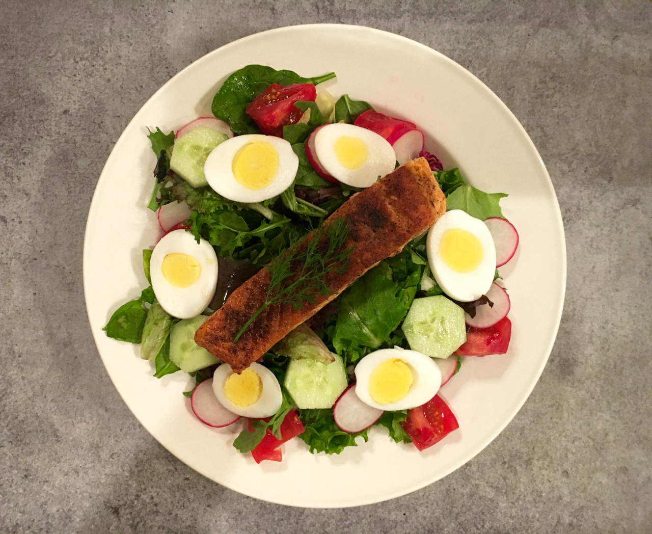 Blackened Salmon Salad With Yogurt Dill Dressing