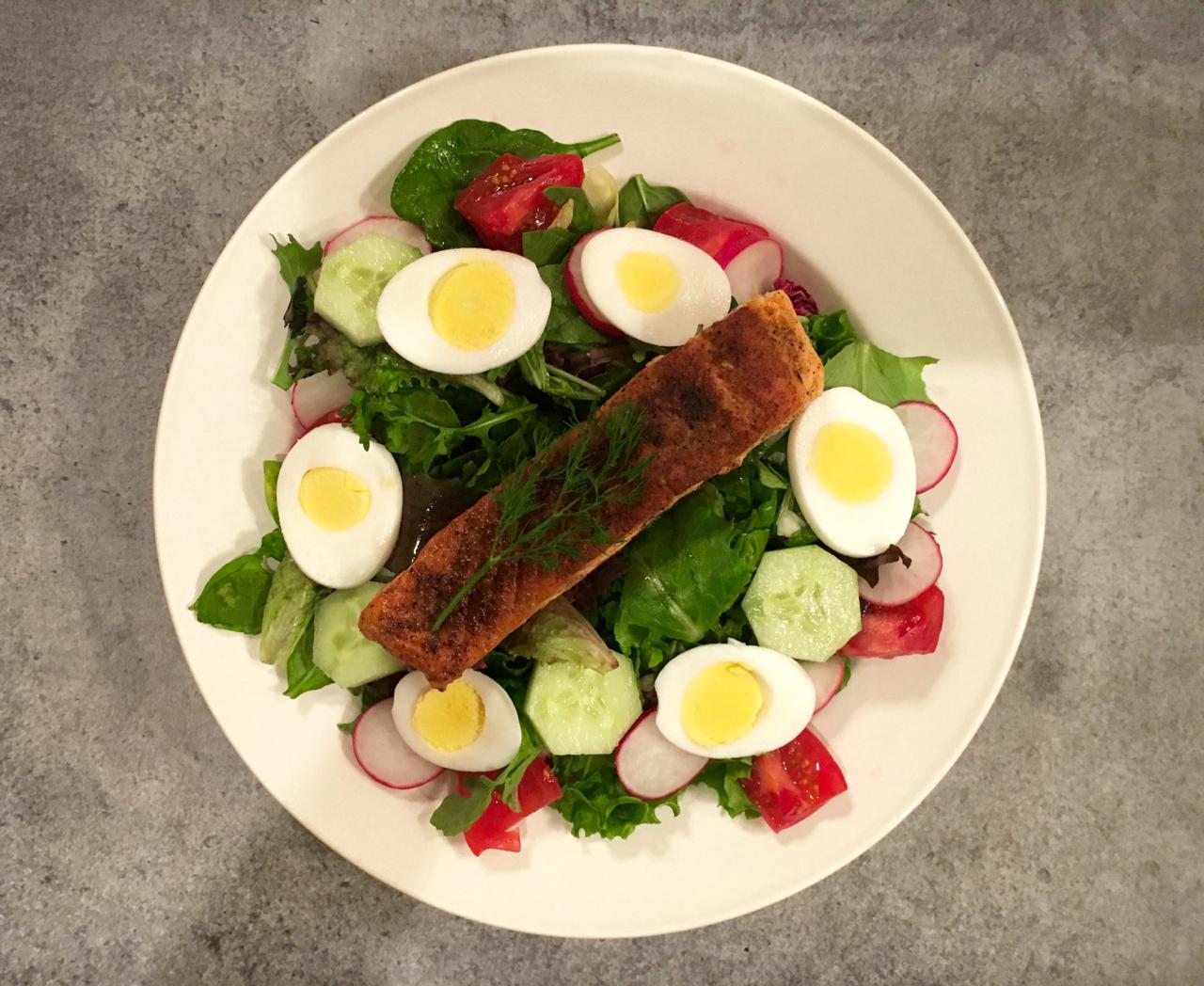 Blackened Salmon Salad With Yogurt Dill Dressing