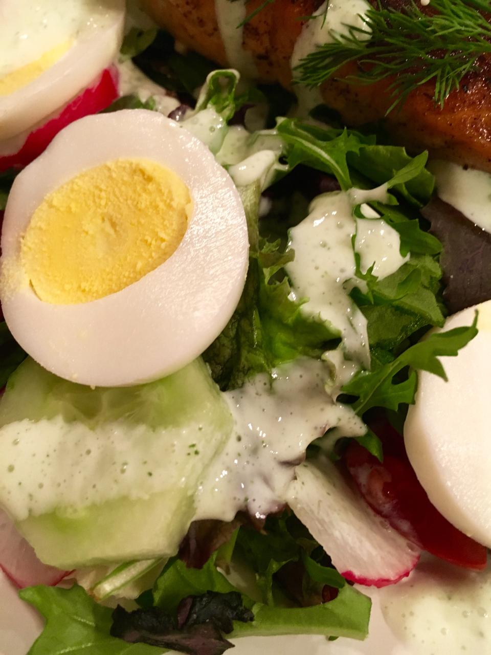 Blackened Salmon Salad With Greek Yogurt Dill Dressing